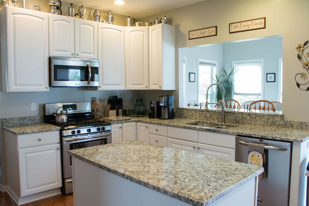 Kitchen Countertop with backsplash